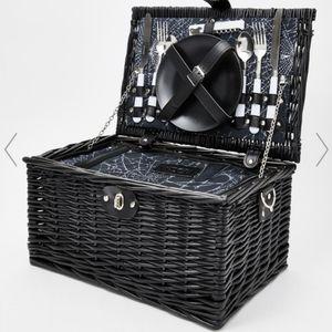*ISO* Widow Wine N Die black wicker picnic basket